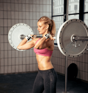 Frau macht hartes Training mit HantelFrau macht hartes Training mit Hantel