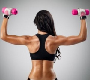 Frau beim RückentrainingFrau beim Rückentraining